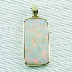 4.41 gr opalpendant, gold pendant 14k with white opal 7.20 ct