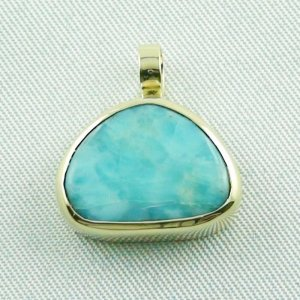 4.41 gr. gold pendant with 10.34 ct larimar gemstone