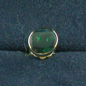 18k Gold Herren Ohrring, 1,38 gr Ohrstecker, 0,96 ct Black Opal