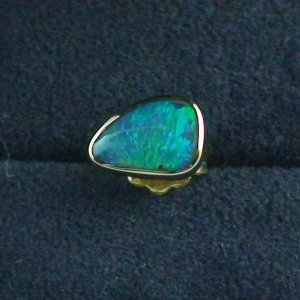 1,28 gr Ohrstecker, 18k Gold Ohrring, 0,47 ct Black Crytal Opal