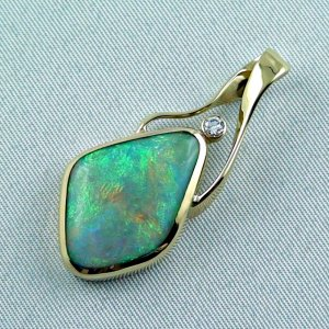 9.58 gr. Gold pendant with 6.73 ct Semi Black Opal + Diamond, pic2