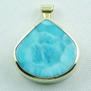 12.93 gr. gold pendant with 42.34 ct larimar gemstone