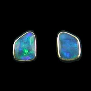 2.77 gr Earrings, ear studs 18k gold, Black Crystal Opals