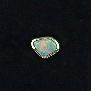 1.50 gr opal ear stud, earring 18k gold with 0.58 ct black opal