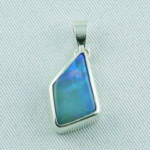 2.23 gr opalpendant, silver pendant 925, 3.20 ct Black Crystal Opal and necklace
