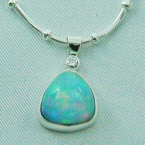 2.21 gr. silver pendant with 4.73 ct Welo Opal, diamond and necklace
