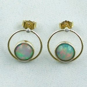 4.00 gr. opal ear studs, earrings 18k gold with 2.62 ct welo opals