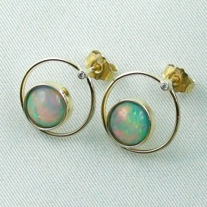 4.00 gr. opal ear studs, earrings 18k gold with 2.62 ct welo opals, pic2