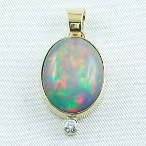 5.42 gr. gold pendant with 10.64 ct Welo Opal
