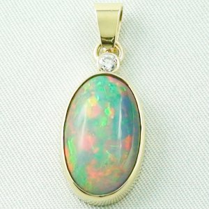 4.74 gr. Gold pendant with 7.76 ct Welo Opal