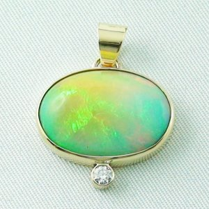 5.23 gr. Gold pendant with 8.88 ct Welo Opal