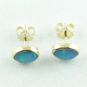 2.88 gr. opal earrings, ear studs 18k gold with 1.97 ct welo opals