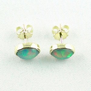 3.08 gr. opal earrings, ear studs 18k gold with 2.53 ct welo opals