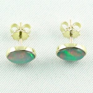 2.83 gr. opal earrings, ear studs 18k gold with 2.52 ct welo opals