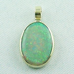 2.36 grams. Gold pendant with 5,71 ct Black Crystal Opal