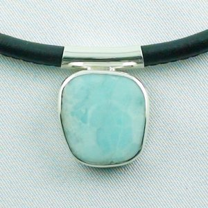 7.82 gr. Larimar pendant, silverpendant 935, leather necklace
