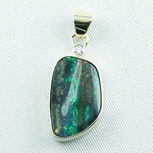 4.43 gr. opalpendant, gold pendant 14k with boulder opal, diamond