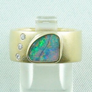 12.83 gr opalring 18k gold with boulder opal and diamonds