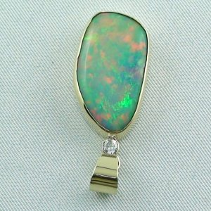 6,60 gr opalpendant, gold pendant 18k with Welo Opal, diamond, pic4