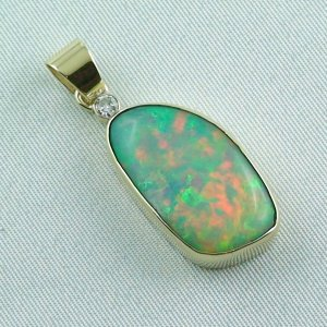6,60 gr opalpendant, gold pendant 18k with Welo Opal, diamond, pic6