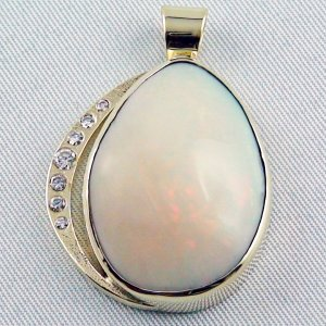 opalpendant, gold pendant 14k with Welo Opal, diamond, pic1