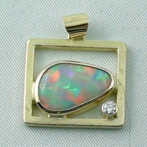 8,61 gr Opalpendant, Gold Pendant 18k with White Opal, Diamond