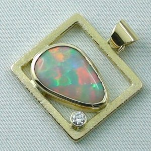 8,61 gr opalpendant, gold pendant 18k with white opal, diamond, pic2