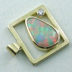 8,61 gr opalpendant, gold pendant 18k with white opal, diamond, pic5