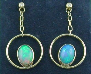 5,36 gr Gold earrings 18k, ear studs, Welo opals 2,72 ct, diamonds, pic1