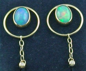 5,36 gr Gold earrings 18k, ear studs, Welo opals 2,72 ct, diamonds, pic3