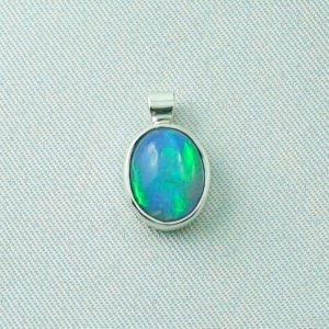 1.12 gr opal-pendant with Welo Opal 1.49 ct, silver 935