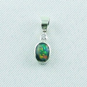 0.73 gr opalpendant, silver pendant 935 with semi black opal, diamond