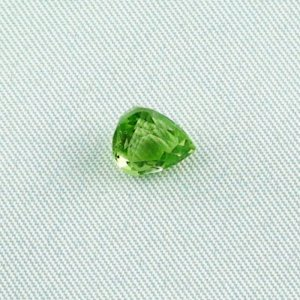 2.10 ct peridot gemstone jewelry stone 8.09 x 7.01 x 5.74 mm
