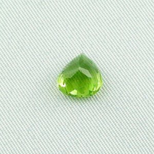 2.34 ct peridot gemstone jewelry stone 8.67 x 8.12 x 5.22 mm, pic5