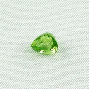 2.69 ct peridot gemstone jewelry stone 8.64 x 7.61 x 6.26 mm