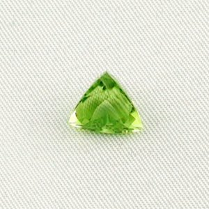 3.73 ct peridot gemstone jewelry stone 9.47 x 10.14 x 7.18 mm