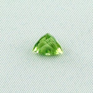 2.84 ct peridot gemstone jewelry stone 8.77 x 8.64 x 6.73 mm