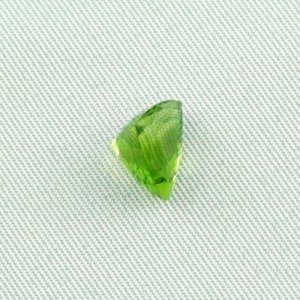 2.93 ct peridot gemstone jewelry stone 8.06 x 10.19 x 6.60 mm, pic4