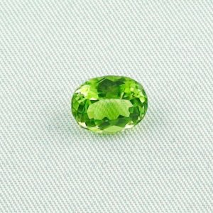 2.99 ct peridot gemstone jewelry stone 9.93 x 7.74 x 5.26 mm