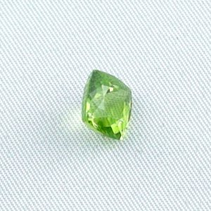 3.23 ct peridot gemstone jewelry stone 8.47 x 8.16 x 5.89 mm, pic4