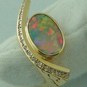 11.77 gr. Opal ring, 18k / 750 gold ring with 2.39 ct Black Crystal Opal