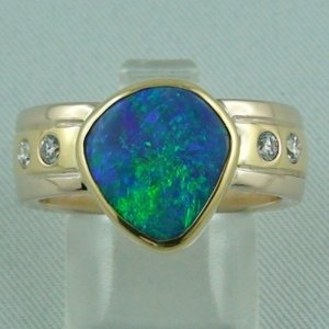 12.19 gr. Opal ring, 18k / 750 gold ring with 3.09 ct Black Crystal Opal