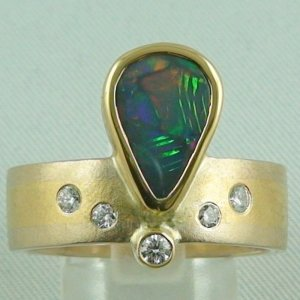 14.00 gr. opalring, 18k or 750 goldring with 2.40 ct black opal men's ring