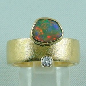 12.44 gr. opalring, 18k / 750 goldring with 0.95 ct black opal men's ring