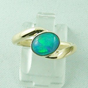 4.81 gr opalring, 14k goldring, 1.30 ct welo opal ladies ring