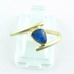 2.33 gr opalring, 18k / 750 goldring with 0.40 ct Black Opal