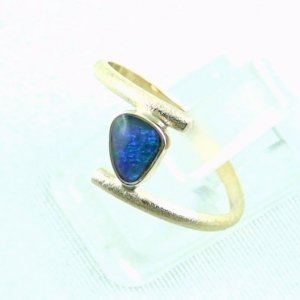 2.33 gr opalring, 18k / 750 goldring with 0.40 ct Black Opal, pic2