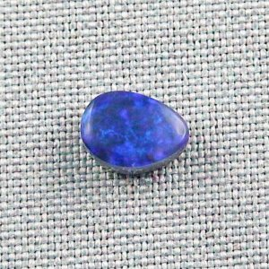 2,32 ct Black Crystal Opal 10,27 x 7,53 x 4,38 mm