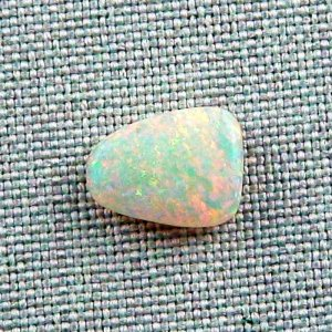 2,69 ct Crystal Opal 12,01 x 9,24 x 3,84 mm