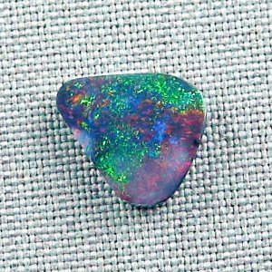 3,67 ct Black Opal 14,22 x 12,78 x 3,14 mm